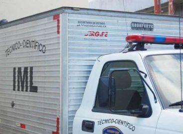 Três homens morrem em batida entre táxi e caminhão na BR-235