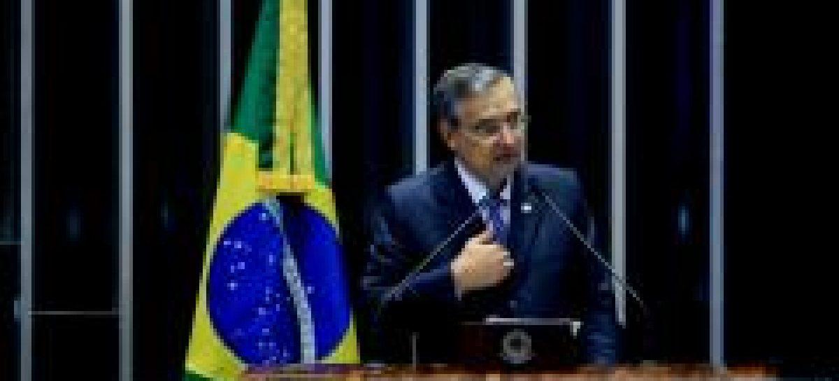 """""""É hora de deixar a política de lado e priorizar o enfrentamento à pandemia"""", afirmou Eduardo Amorim"""