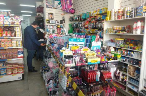 Procon e PM realizam operação e orientam comerciantes em Simão Dias