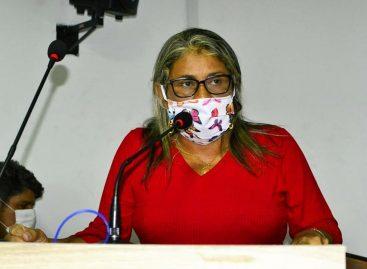 """Vereadora diz que Prefeitura tem quadrilha de Fake News e afirma não recebe """"mensalinho"""" para apoiar a gestão"""