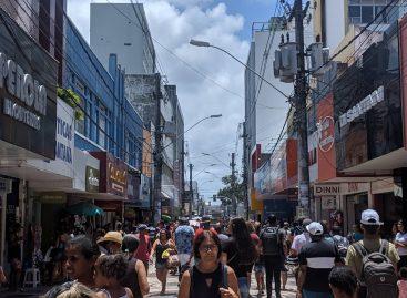 Ruas no centro de Aracaju são interditadas para evitar aglomeração