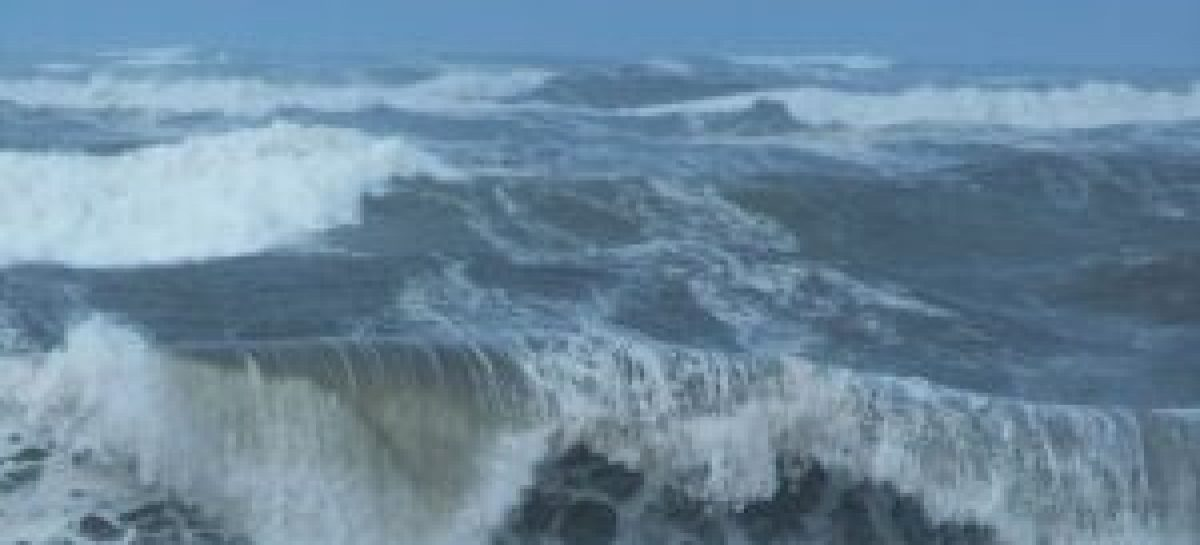 Marinha alerta para ventos fortes e ondas de mais de três metros