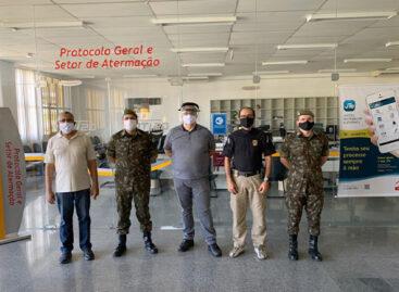 Capitães do 28 BC realizam visita técnica ao TRT20 em Aracaju