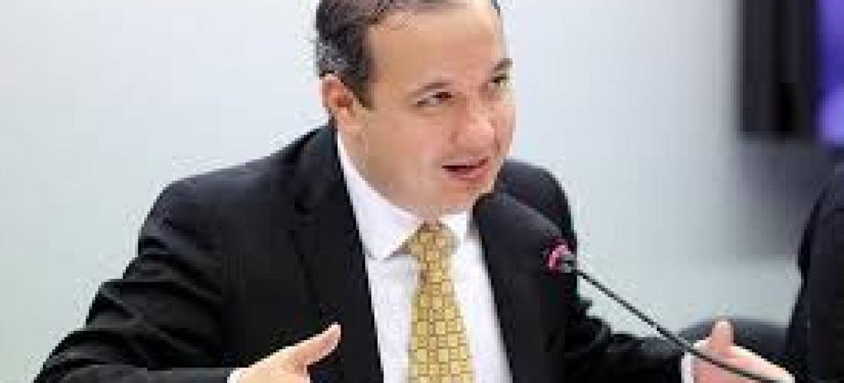 Valadares Filho nega informação que tenha desistido da pré-candidatura