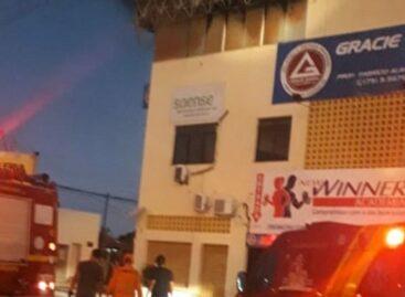 Incêndio atinge academia desativada no bairro Coroa do Meio