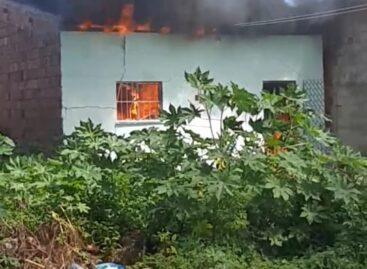 Incêndio destrói casa no município de Barra dos Coqueiros