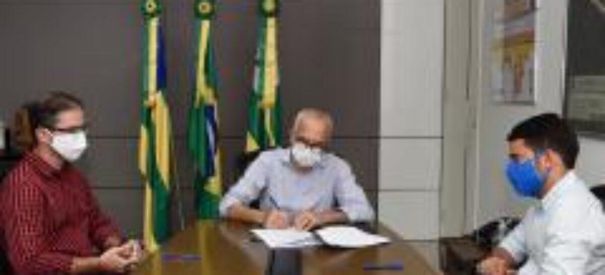 Prefeitura e Federação Sergipana do Futebol formalizam convênio de incentivo ao esporte