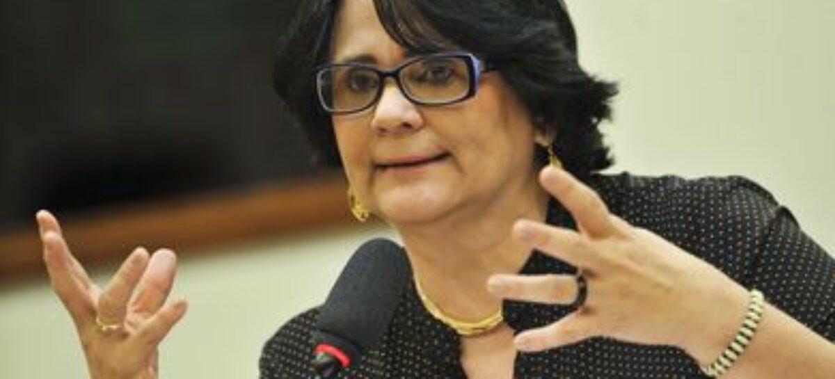 Damares pede que caso Flordelis não desestimule adoções no país