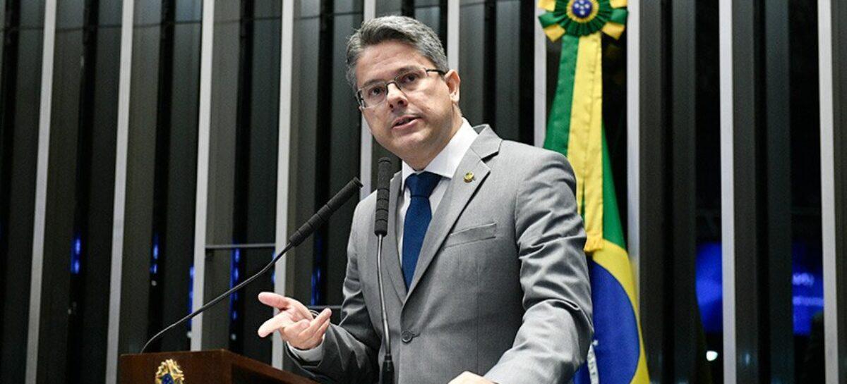 Senador Alessandro Vieira vai ao STF contra reeleição de Alcolumbre e Maia