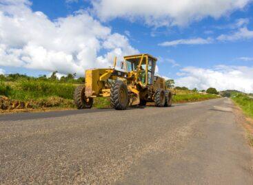 Belivaldo assina ordem de serviço para recuperação de parte da rodovia SE-240
