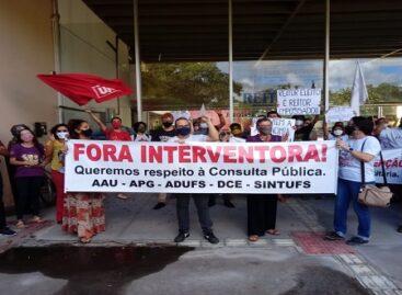 Servidores, estudantes e docentes protestam contra intervenção na Universidade Federal