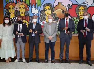 Conselheiros substitutos, diretores e procurador de Contas recebem medalha comemorativa