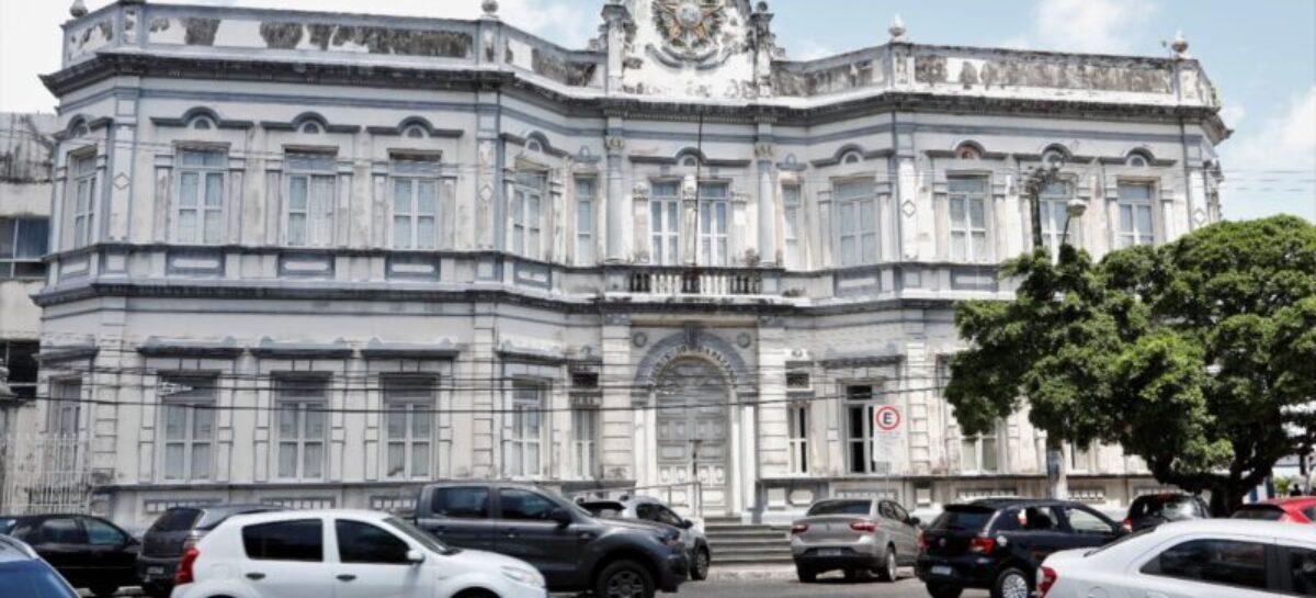 Luciano visita prédio do Ministério da Fazenda para reforma e restauração