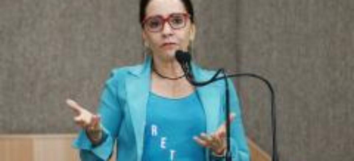 """""""Não existe apenas um grupo representando a oposição"""", afirma Emília"""