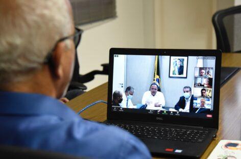 Edvaldo participa de reunião com ministro sobre iniciar vacinação no dia 20