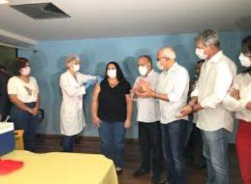 Enfermeira do Hospital de Urgência é a primeira ser vacinada contra a covid-19 em Sergipe