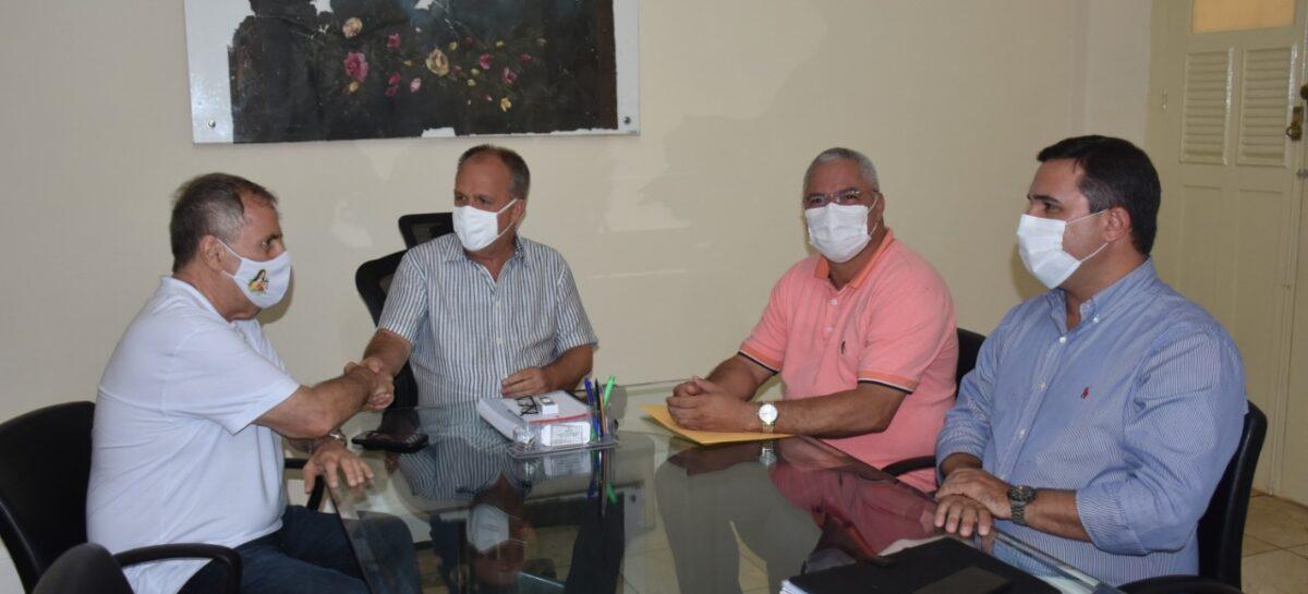 Prefeito padre Inaldo se reúne com o governador Belivaldo Chagas