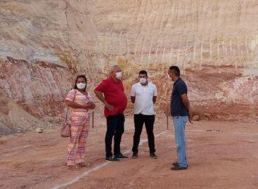 Prefeito Padre Inaldo visita obra de construção da creche do Parque dos Faróis