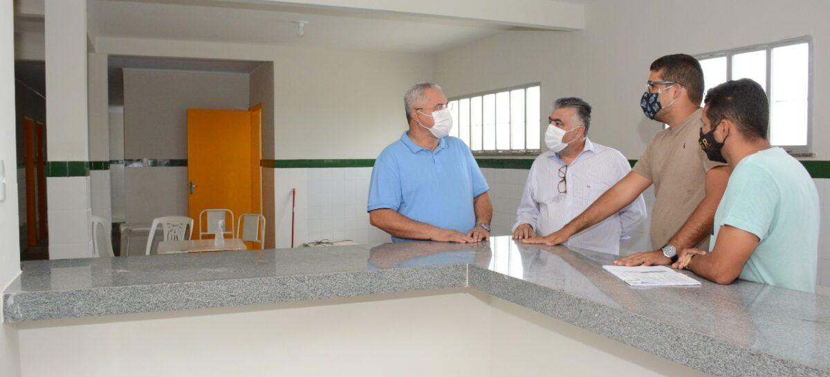 Prefeito visita obras de reforma e manutenção de Unidades Básicas de Saúde