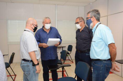 Pefeito Padre Inaldo participa de reunião com diretoria da Yazaki