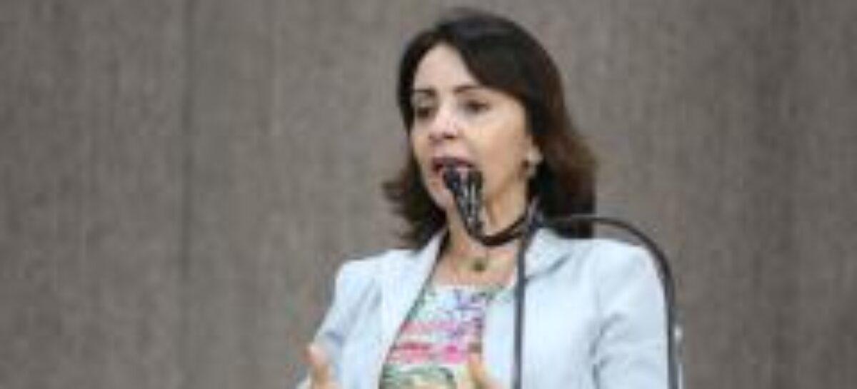"""""""Desemprego poderia ser menor se gestores tivessem iniciativa"""", afirma Emília"""