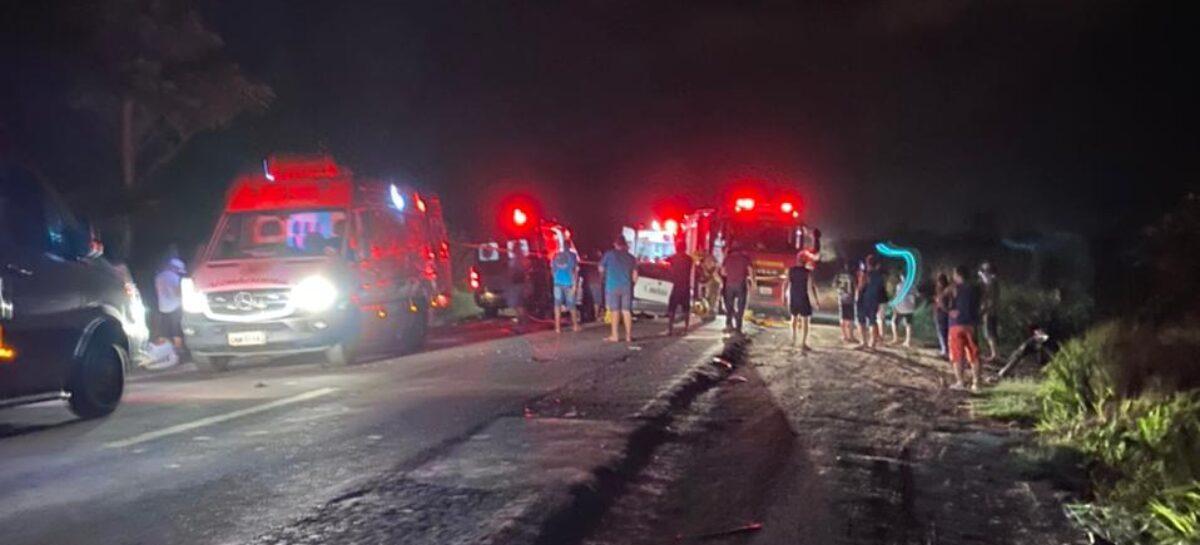 Acidente envolvendo dois carros de passeio deixa oito pessoas feridas em Rosário