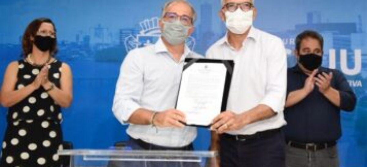 Edvaldo autoriza execução do contrato da PPP da Iluminação Pública de Aracaju