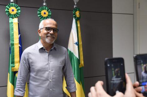 Edvaldo anuncia pagamento dos salários dos servidores para sexta-feira, 26
