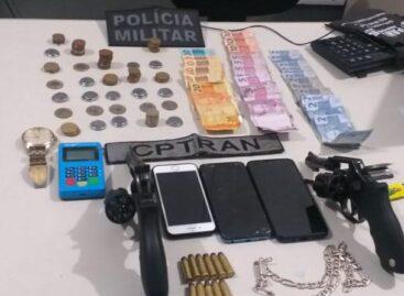 CPTran prende dupla e apreende menor com duas armas e celulares em blitz