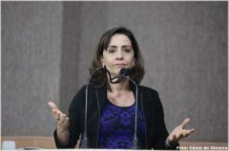 """Vereadora Emília Corrêa diz que """"Aracaju é a capital do marketing fantasia"""""""