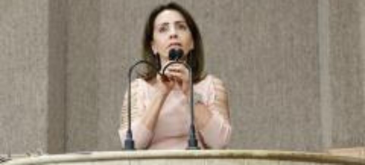 Emília Corrêa: Estão fantasiando o planejamento da vacinação