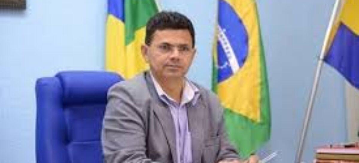 """Valmir de Francisquinho divulga nota de esclarecimento e diz que matéria sobre suposta prisão """"é mentirosa e ridícula"""""""