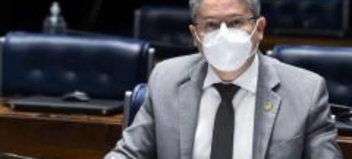 Senado aprova relatório de Alessandro que garante internet para alunos de escolas públicas