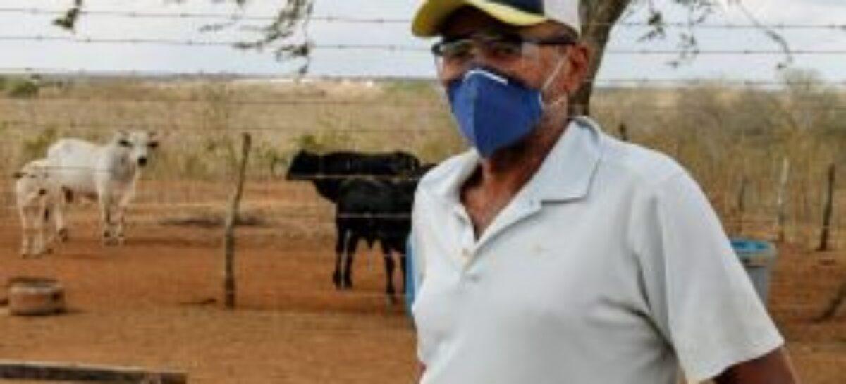 Governo leva água para consumo humano e dessedentação animal a povoado