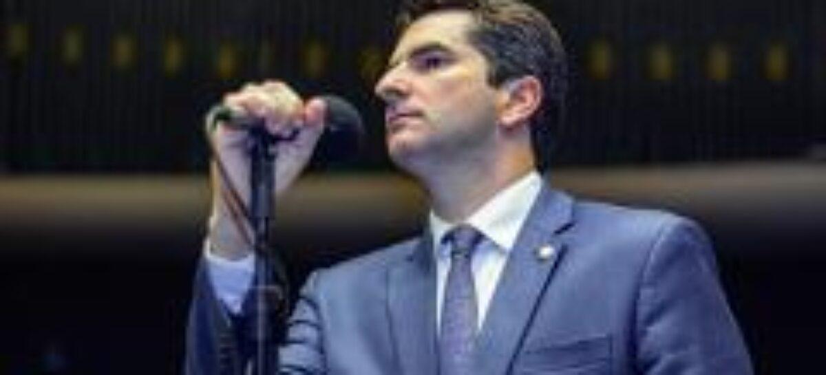 Ampliação de margem do crédito consignado beneficia todos brasileiros, diz deputado