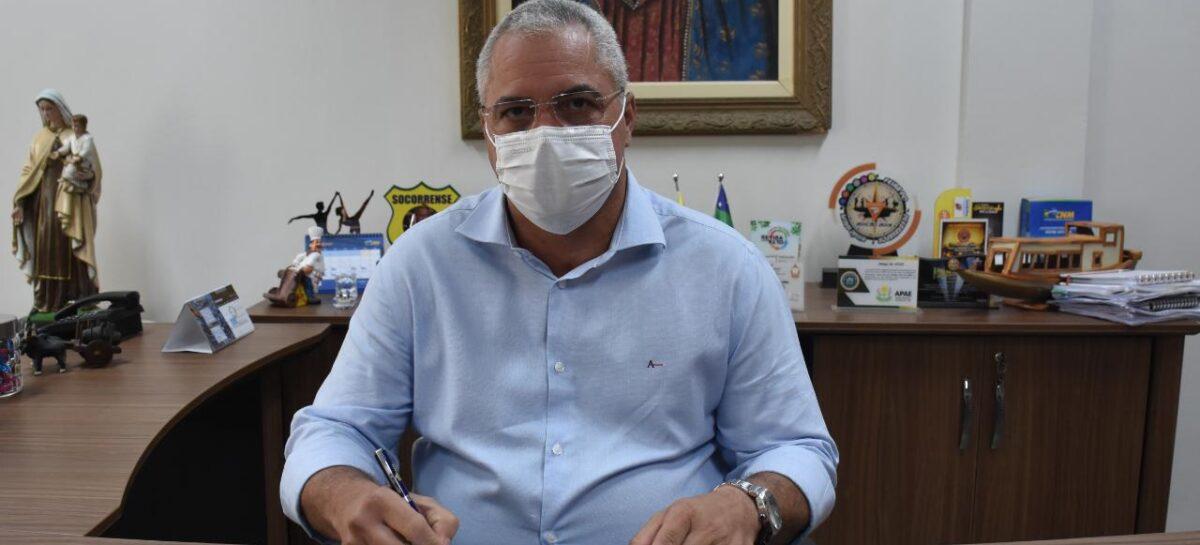 Padre Inaldo sanciona lei de adesão ao consórcio para compra vacinas contra a covid-19