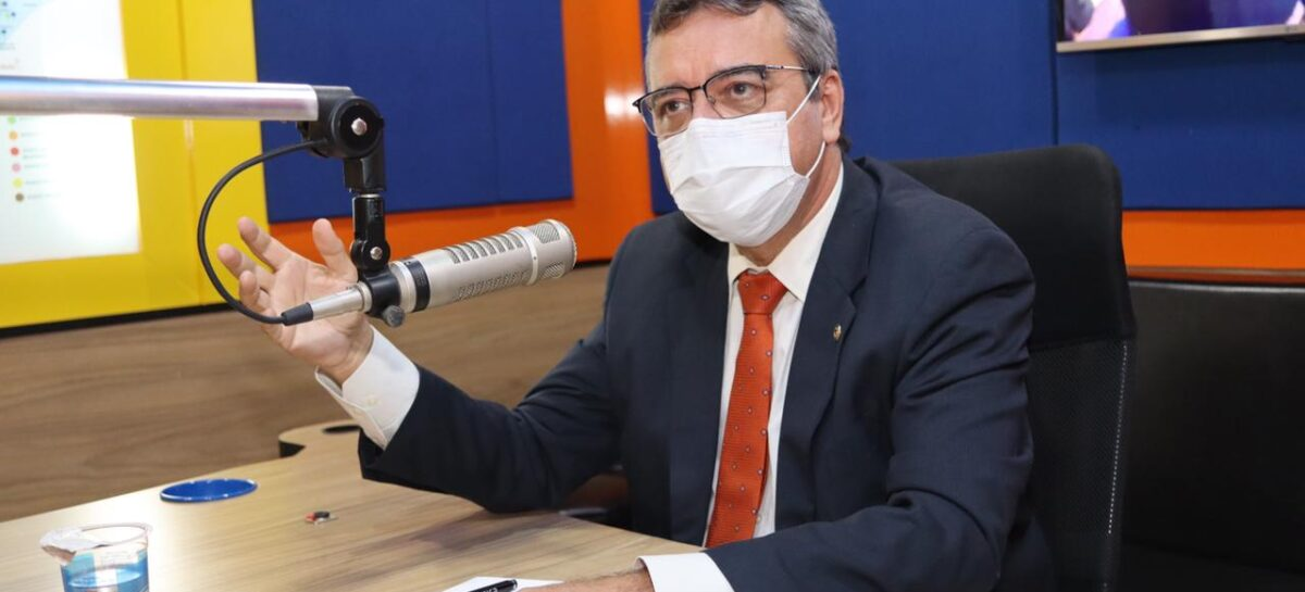 Pimentel defende prioridade para professores, policiais e bancários na vacinação contra Covid-19