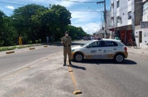 Avenida da Coroa do Meio está bloqueada por conta do acidente aéreo