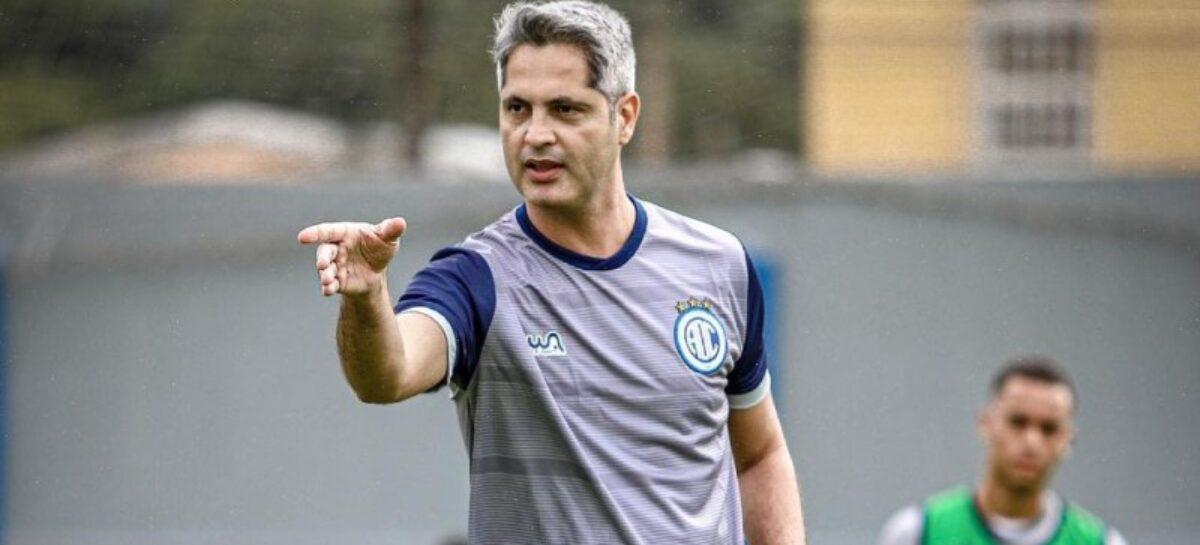 Confiança demite técnico Rodrigo Santana após derrota para o Botafogo