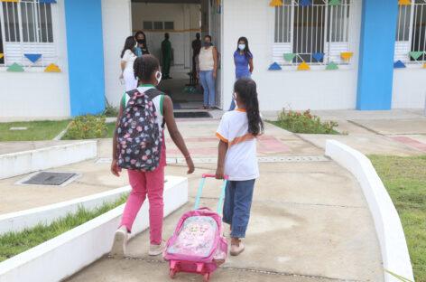 Retorno das aulas presenciais em Aracaju é marcado por acolhimento e novos hábitos