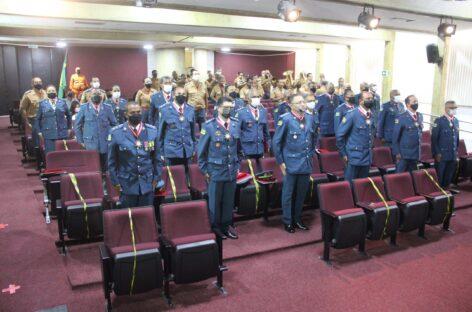 Oficiais e praças do CBMSE recebem medalhas do centenário da corporação