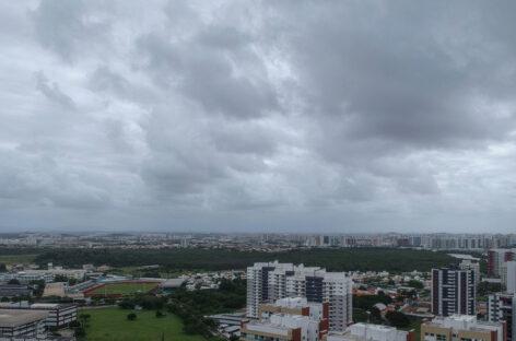 Fim de semana terá chuvas leves e moderadas além de tempo predominantemente nublado