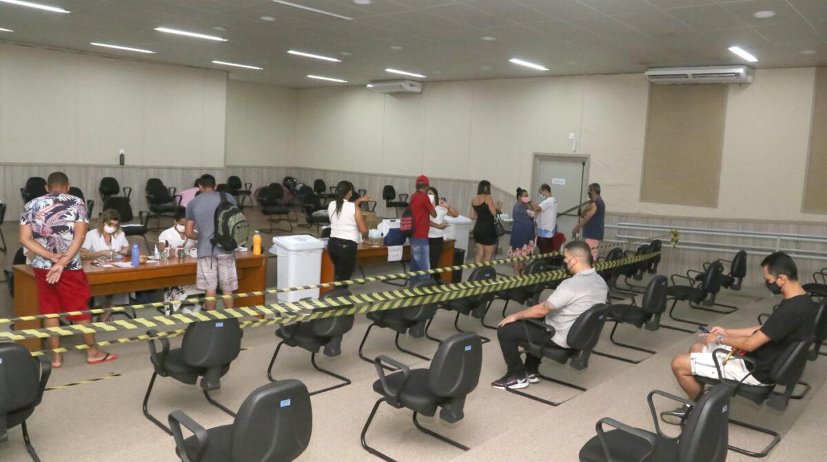 Adolescentes de 14 anos podem vacinar contra a Covid-19 em Aracaju a partir de segunda